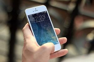 Kako ljudi koji neprestano gledaju u telefon mogu da poprave vaš biznis